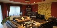Tágas, kényelmes, modern otthon, külön eladható telekkel...
